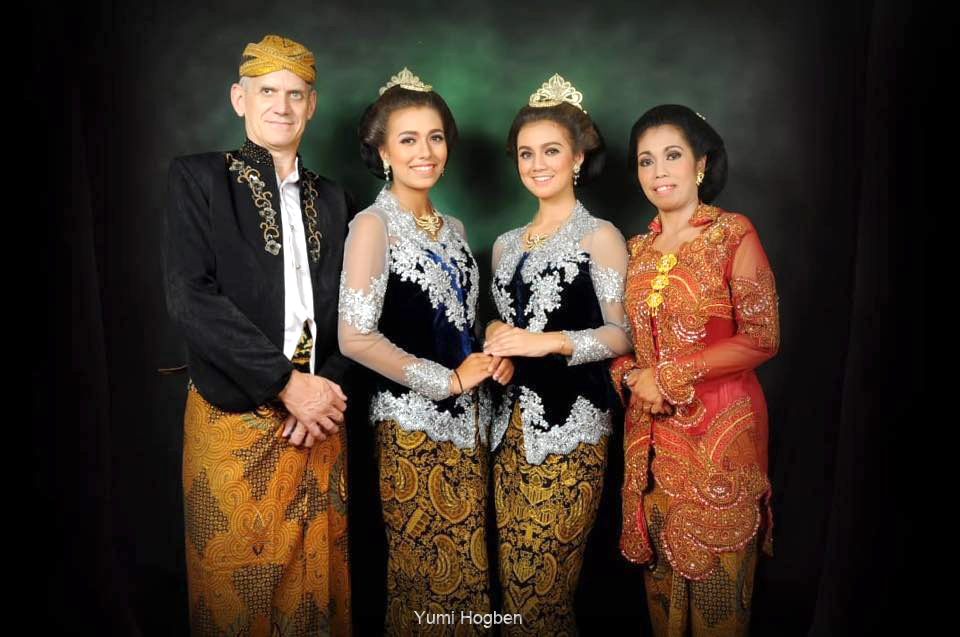INDONESIAN COSTUMES FOR THE WORLD