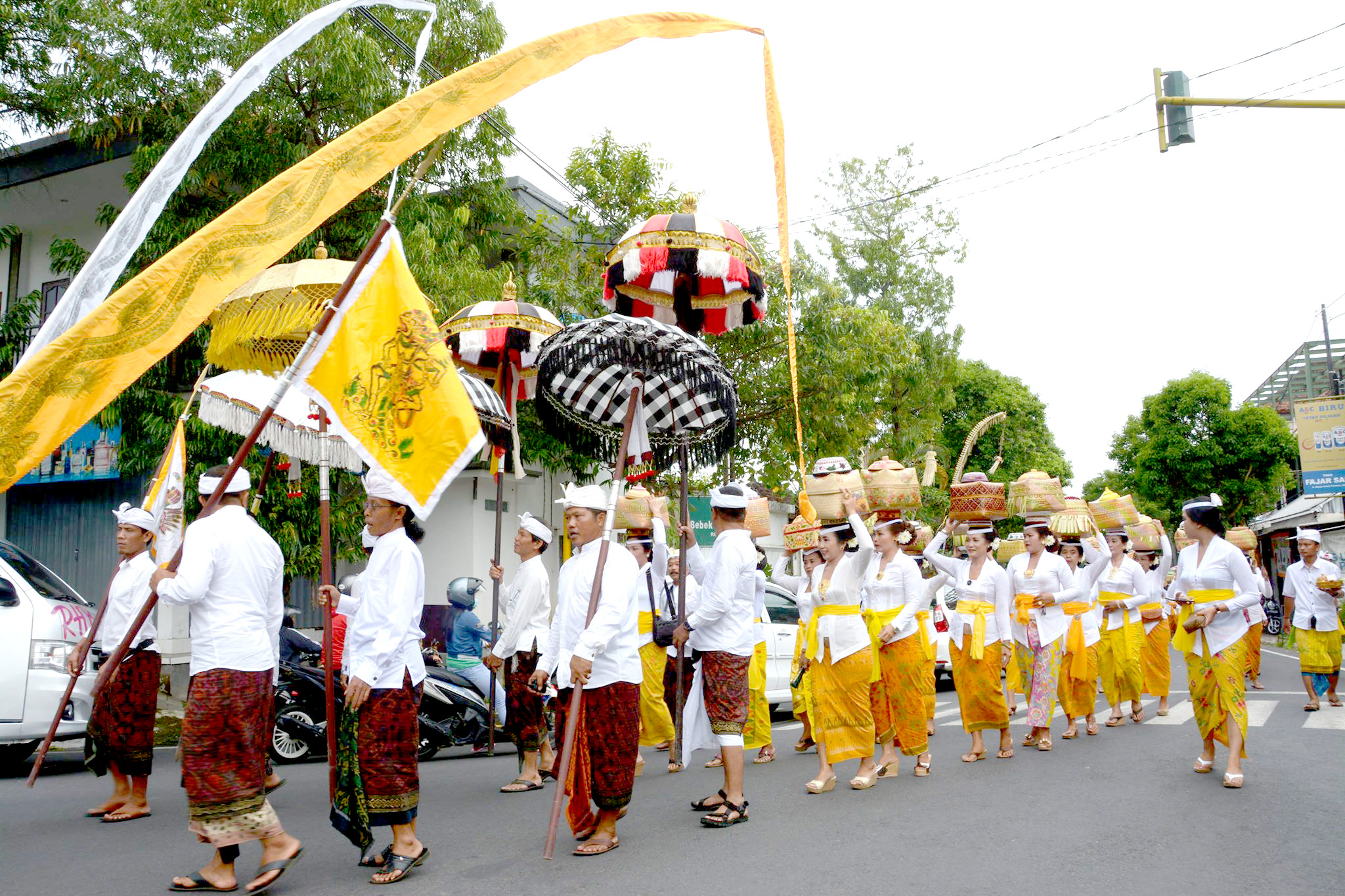 The magical textiles of Bali, support Bali to continue its textile production in Bali traditionally